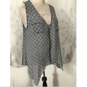 Studio Y High Low Blouse Size XL Sleeveless V Neck